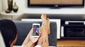 sesso virtuale davanti la tv